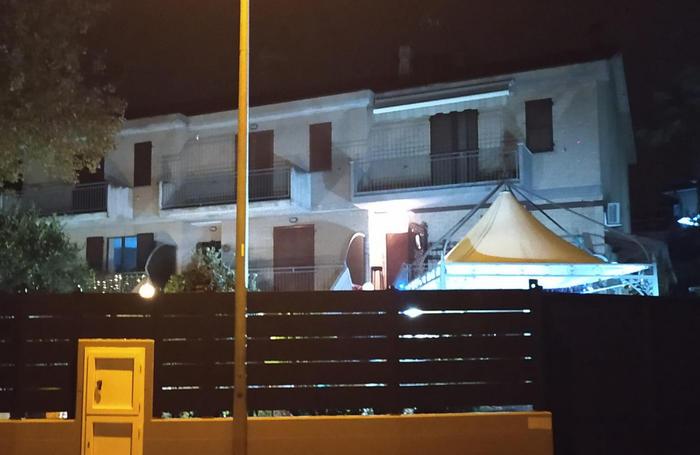 """Rosina Carsetti venne trovata senza vita a Montecassiano (Macerata). Il racconto dei parenti sul """"ladro mascherato"""" non ha convinto i pm"""